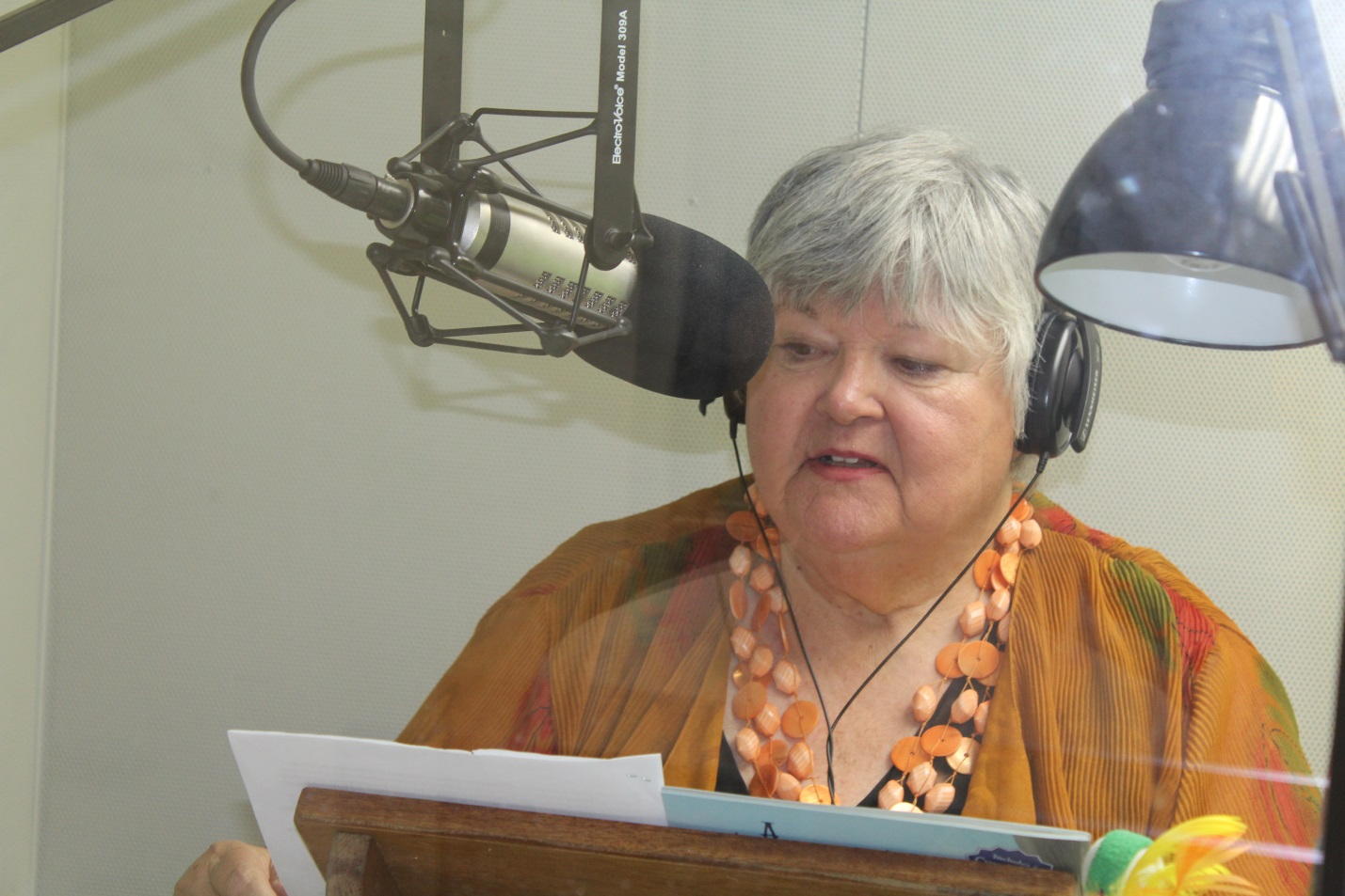 photo of Author Jana Bommersbach in studio